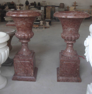 PR- Urn on Pedestal - Red Marble