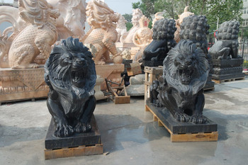 Pair of Lying Lions - Black Marble