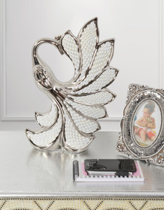 Silver Pearl Swan